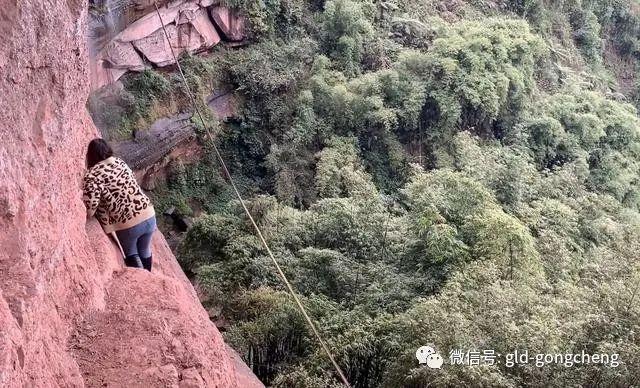 23岁网红塔吊女司机坠亡,小邱妹归途的终点